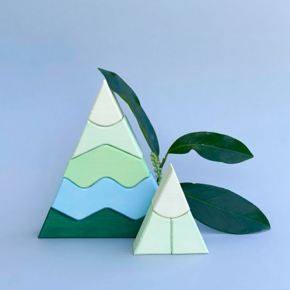 Pyramides en bois vertes